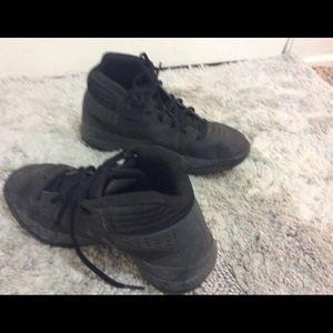 Black basketball under armor shoes